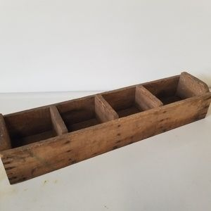 Vintage Accents - Vintage Wooden Primitive Sectional Box